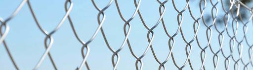 Galvanizli tel çit sistemleri sınırsız kullanım alanlarına sahiptir. Kolay montaj imkanı ve estetik görünüme sahiptir. Paslanmaya karşı, kaliteli sıcak daldırma galvanizli telden imal edilmiştir. Yükseklik ve uzunluk limiti olmaksızın, istenilen ölçülerde örülmektedir. İstenilen göz aralığı ve tel kalınlığında üretim imkanı sağlanmaktadır.